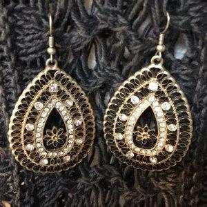 Adorable pear-shaped rhinestone earrings